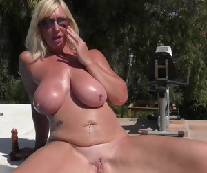 6:15 , Take charge juicy mature mother feeding her pussy