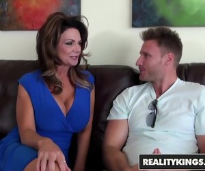 8:00 , RealityKings - Milf Hunter - Deauxma Levi Cash - Vacation Co