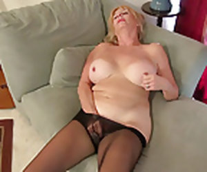 6:16 , American gilf Phoenix Skye needs to rub her ancient pussy