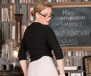 8:01 , Mrs Huntingdon Smythe in Masturbation Class - Anilos