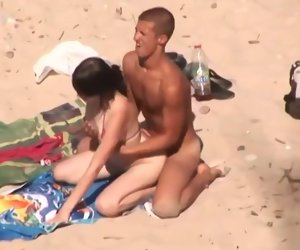 20:42 , college girl beach couple