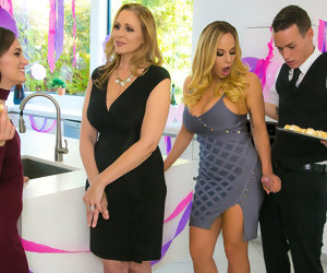 7:59 , Julia Ann & Olivia Austin & Justin Hunt in My Stepmoms Th� dansant Hammer -..
