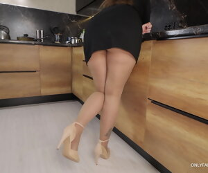10:39 , Secretary after work gave her boss her big ass in pantyhose